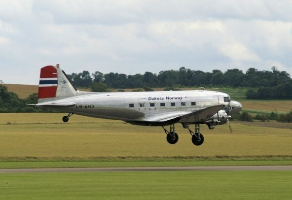 Dakota (DC-3) which is norwegian with the marking LN-WND.
